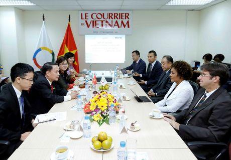 Tong thu ky To chuc quoc te Phap ngu tham bao Le Courrier du Vietnam - Anh 2