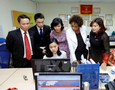 Tong thu ky To chuc quoc te Phap ngu tham bao Le Courrier du Vietnam - Anh 3