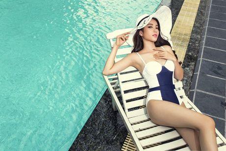 Nam Em khoe voc dang ngoc nga voi bikini, bao Philippines tram tro - Anh 1