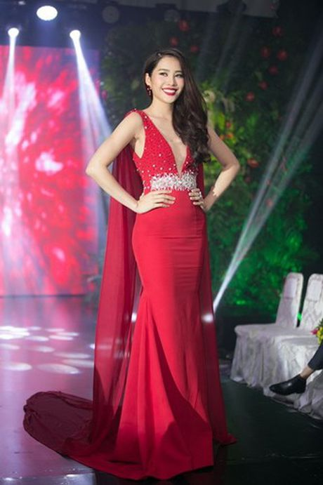 Trang phuc giup Nam Em khoe nguc khung tao bao tai Miss Earth 2016 - Anh 12