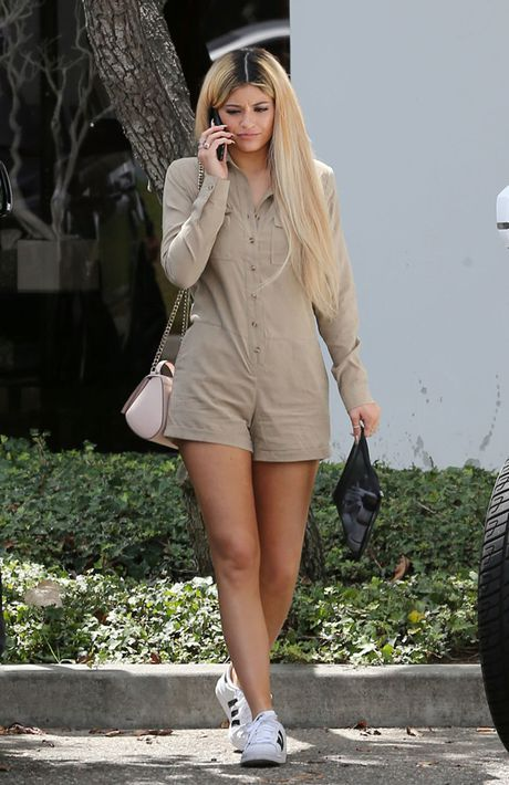 Kylie Jenner - Co em gai boc lua tung khien CR7 dien dao - Anh 7