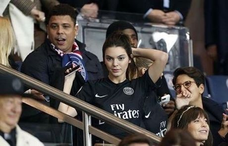 Kendall Jenner dang khien sao PSG thao thuc - Anh 2