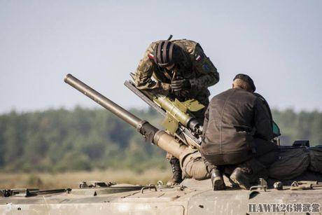 Cuc hiem canh BMP-1 ban ten lua chong tang AT-3 - Anh 3