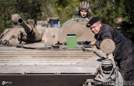 Cuc hiem canh BMP-1 ban ten lua chong tang AT-3 - Anh 8