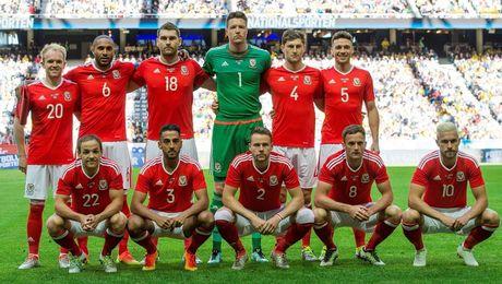 Gareth Bale va dong doi chup anh luu niem cuc di - Anh 5