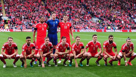 Gareth Bale va dong doi chup anh luu niem cuc di - Anh 6