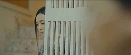 Vo cua nam ca sy Luong Gia Hung mac benh hiem ngheo trong MV moi - Anh 2