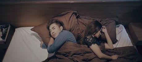 Vo cua nam ca sy Luong Gia Hung mac benh hiem ngheo trong MV moi - Anh 3