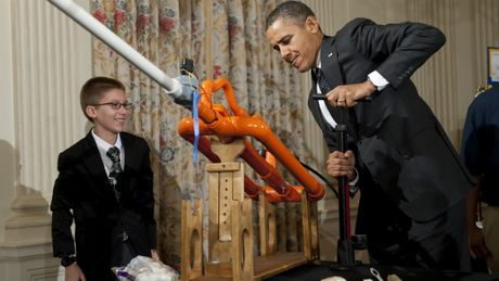 Tong thong Obama se dua con nguoi len sao hoa vao nhung nam 2030 - Anh 1