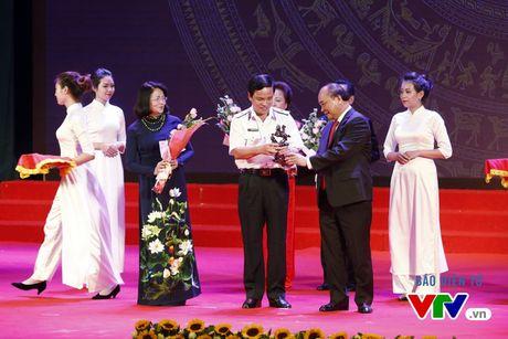 Vinh danh 100 doanh nhan Viet Nam tieu bieu 2016 - Anh 5