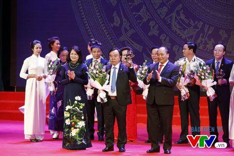 Vinh danh 100 doanh nhan Viet Nam tieu bieu 2016 - Anh 7