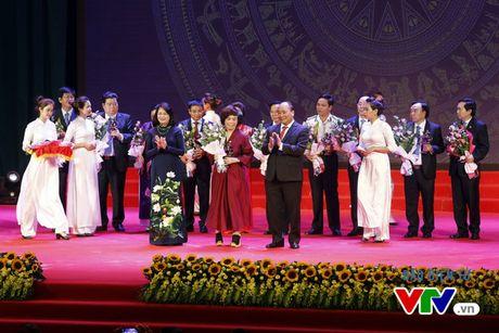 Vinh danh 100 doanh nhan Viet Nam tieu bieu 2016 - Anh 8