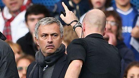 Trong tai tung duoi Mourinho thoi tran M.U – Liverpool - Anh 2