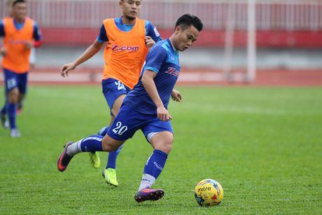 """HLV Huu Thang chua cho """"Ronaldo Viet"""" vao san vi qua map - Anh 1"""