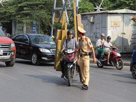 Ha Noi: Kien quyet xu ly triet de cac loai xe cho hang cong kenh - Anh 2