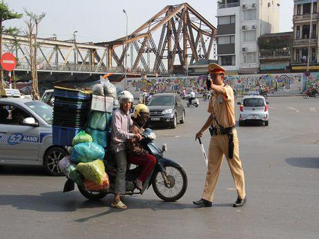 Ha Noi: Kien quyet xu ly triet de cac loai xe cho hang cong kenh - Anh 3