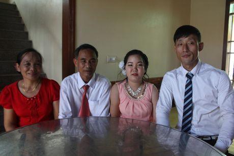 Chuyen tinh dep kho tin (20): Cap doi cam diec Viet – Han nen duyen nho... ky hieu - Anh 1