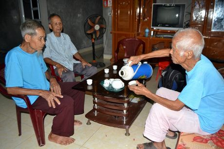 Nhung dieu 'la' ve cap song sinh gan tram tuoi o Hai Duong - Anh 8
