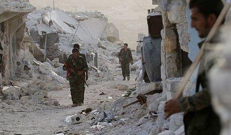 Quan doi Syria danh chiem can cu phien quan o ca nam va bac Aleppo - Anh 2