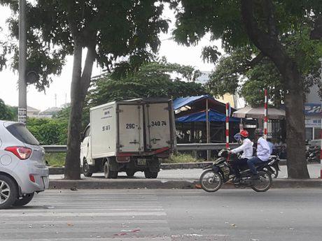 Ha Noi: Tai nan lien hoan tren duong Pham Van Dong, 4 o to hu hong - Anh 3