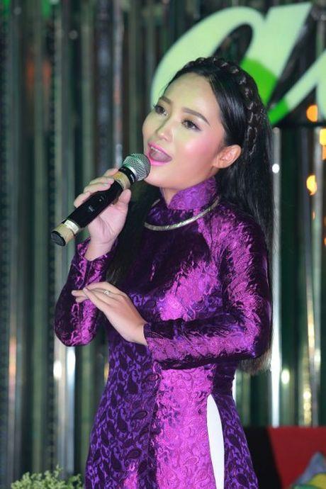 Xa thu Hoang Xuan Vinh xuc dong khi nghe hat ve Hue - Anh 6