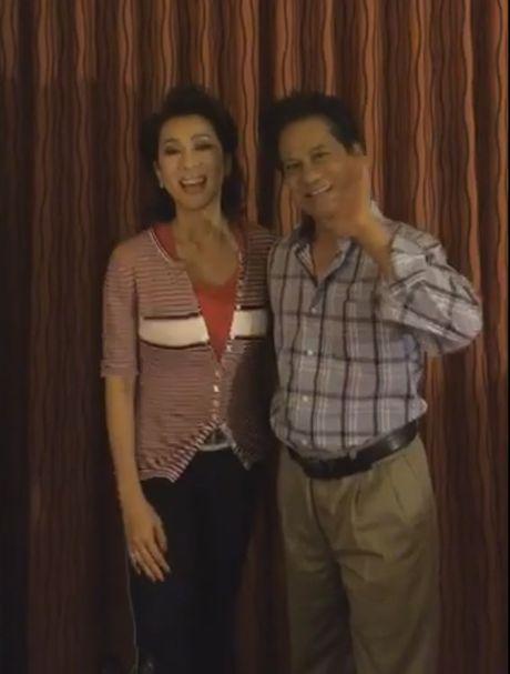 MC Nguyen Cao Ky Duyen livestream tu phong rieng cua Che Linh - Anh 1