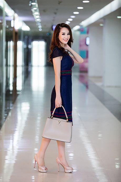 A hau Thuy Van voi style thoi trang goi cam - Anh 5