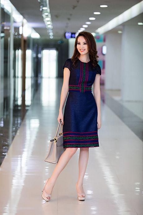 A hau Thuy Van voi style thoi trang goi cam - Anh 8