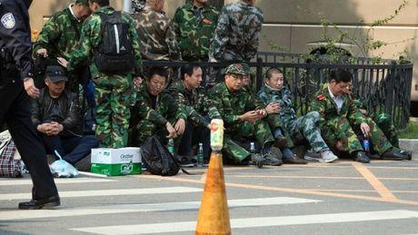 Cac cuu binh si Trung Quoc bieu tinh tai Bac Kinh - Anh 3