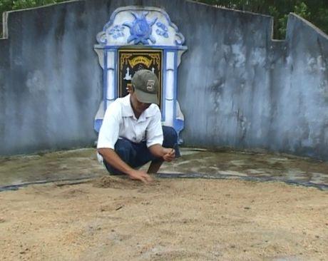 Thua Thien Hue: Hang nghin ngoi mo bi ke xau dong dinh - Anh 3