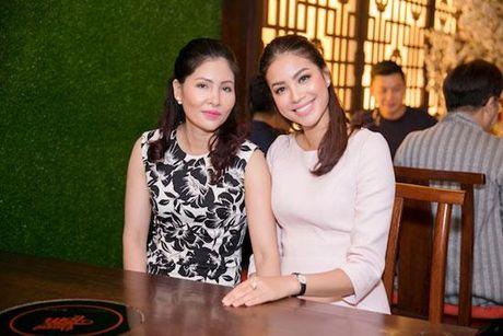 Huong Giang Idol tao bao 'tha rong', sexy lan at Pham Huong - Anh 14