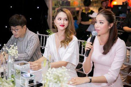 Huong Giang Idol tao bao 'tha rong', sexy lan at Pham Huong - Anh 6
