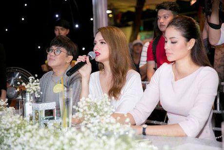 Huong Giang Idol tao bao 'tha rong', sexy lan at Pham Huong - Anh 7