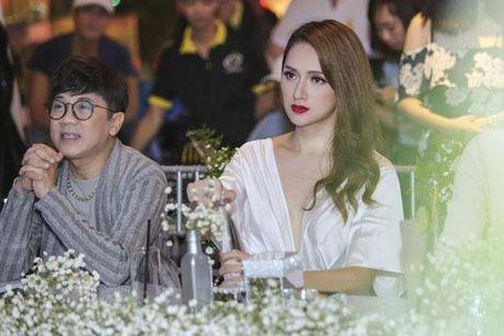 Huong Giang Idol tao bao 'tha rong', sexy lan at Pham Huong - Anh 9