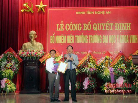 Cong bo quyet dinh bo nhiem Hieu truong Truong DH Y khoa Vinh - Anh 1