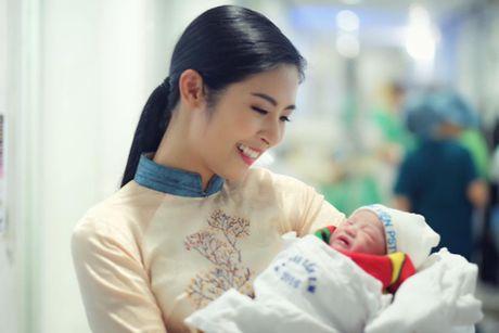 Hong Que da sinh con gai dau long nang 2,9kg - Anh 2
