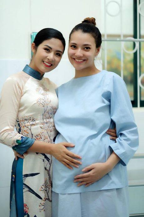 Hong Que da sinh con gai dau long nang 2,9kg - Anh 4