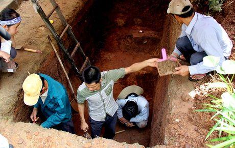Tim thay tu lieu quan trong 'giai ma' dau tich lang mo vua Quang Trung o Hue - Anh 2