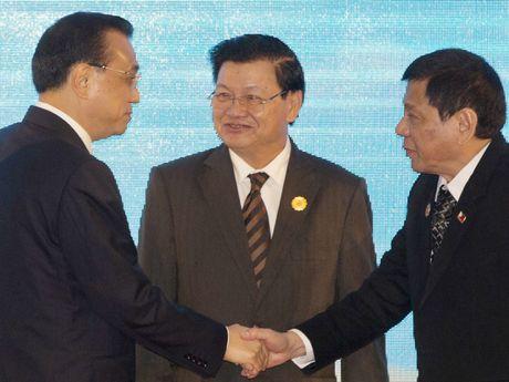 Ong Duterte chuan bi phai doan hung hau sang Trung Quoc - Anh 1