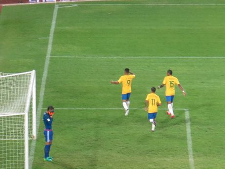 Brazil ha Venezuela o tran cau gap su co mat dien - Anh 13