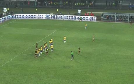 Brazil ha Venezuela o tran cau gap su co mat dien - Anh 19