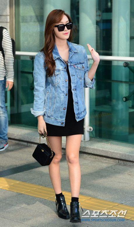 Jessica Jung va Sandara Park mac doi lap o san bay - Anh 2