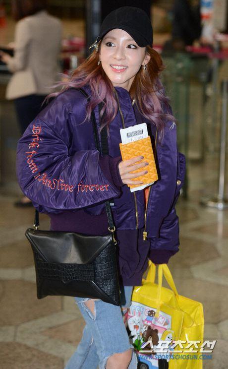 Jessica Jung va Sandara Park mac doi lap o san bay - Anh 6