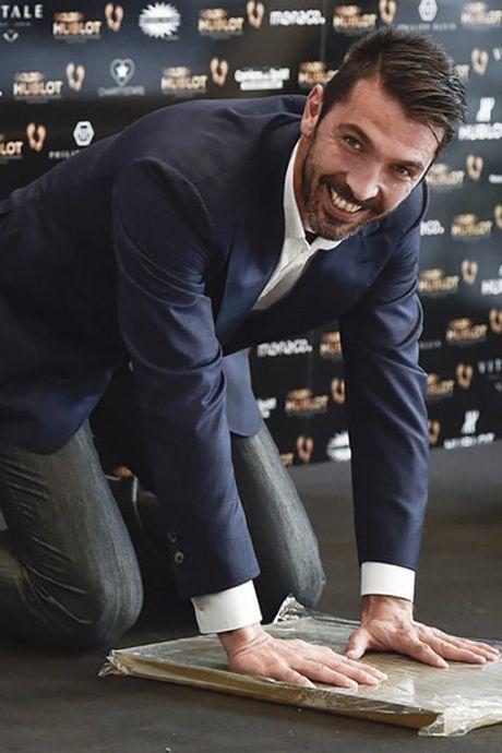 Vuot qua Messi va Ronaldo, Buffon gianh Ban chan Vang - Anh 8