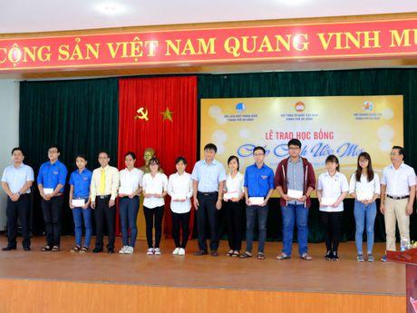 Da Nang: Chuong trinh hoc bong 'Chap canh uoc mo' den voi cac em sinh vien ngheo - Anh 1