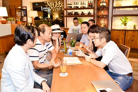 Diem mat nhung nhan vat dung sau show thoi trang hoanh trang cua Chung Thanh Phong - Anh 2