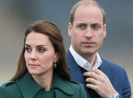 Cung dien Buckingham 'ta hoa' khi bi benh nhan tam than dot nhap - Anh 1
