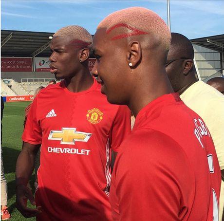 Pogba khien CDV Man United gian du vi khoe toc nhieu hon... ghi ban - Anh 2