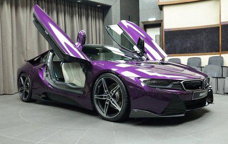 Man nhan voi BMW i8 mau tim doc la mang ten 'Chang Vang' - Anh 2