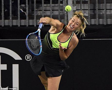 Bup be Nga Sharapova 'tha dang' tren san tennis gay quy tu thien - Anh 3